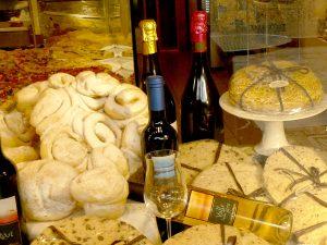 Gebäck und Wein
